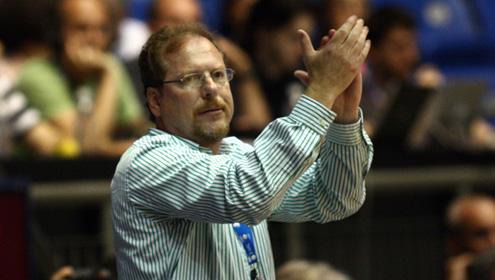 המנהלת מודה לג'ף רוזן על 14 שנים בחיפה
