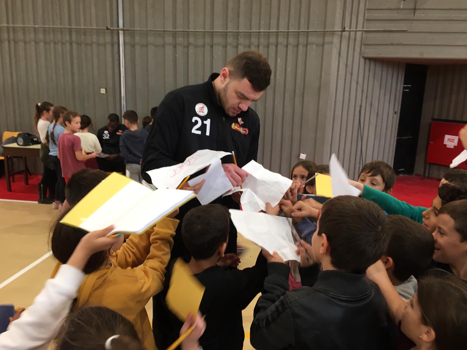 מחבקים את הקהילה: לרגש את ילדי בתי הספר רימון ונר הגלבוע